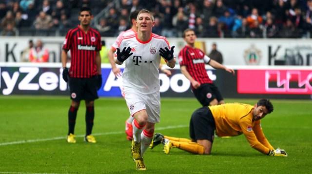 Schweinsteiger vibra contra o Eintracht: Bayern foi o maior dos campeões da Bundesliga na história.