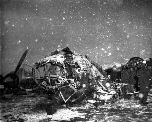 O que restou do avião após o acidente.