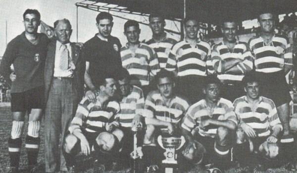 O Sporting de 1940-1941: Peyroteo é o jogador à frente da taça, agachado.