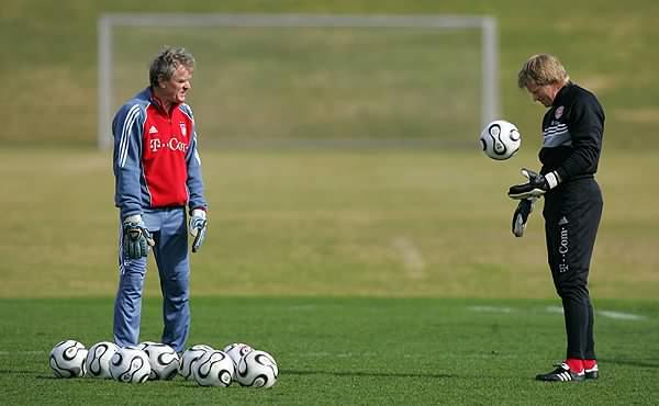 Maier (à esq.) e seu pupilo Oliver Kahn: ambos são os maiores goleiros da história do futebol alemão.