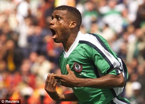 Sunday Oliseh: um dos maiores meio campistas do futebol nigeriano nos anos 90.