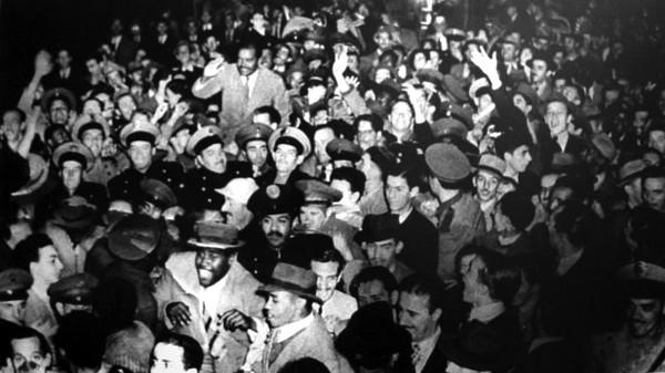 """A chegada do """"Bonde"""" em São Paulo: 10 mil pessoas celebram Leônidas."""