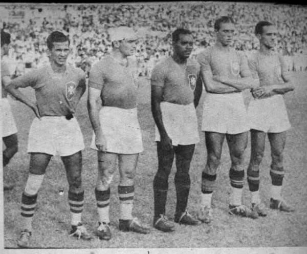 Adílson, Romeu, Leônidas, Perácio e Carrero, nomes da Seleção Brasileira dos anos 30.