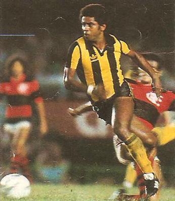 Jair: um dos expoentes do Peñarol em 1982.