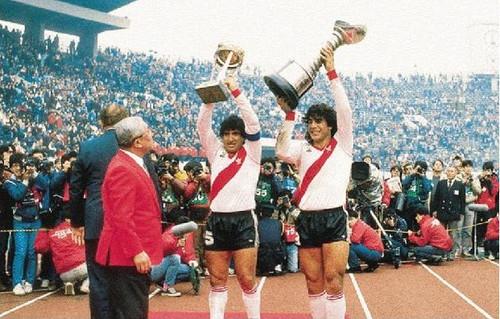 Gallego e Funes com as taças após a final do Mundial.