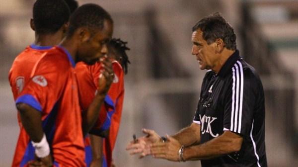 Garzitto (à dir.), técnico do Mazembe entre 2009 e 2010.