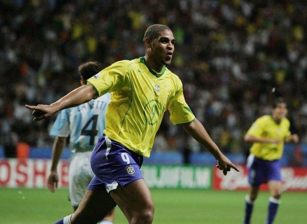 Em 2005, Adriano voltou a destroçar a Argentina em uma final.