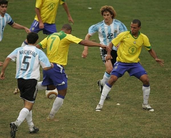 5eb3ee9cfb Jogos Eternos – Brasil 2x2 Argentina 2004 - Imortais do Futebol