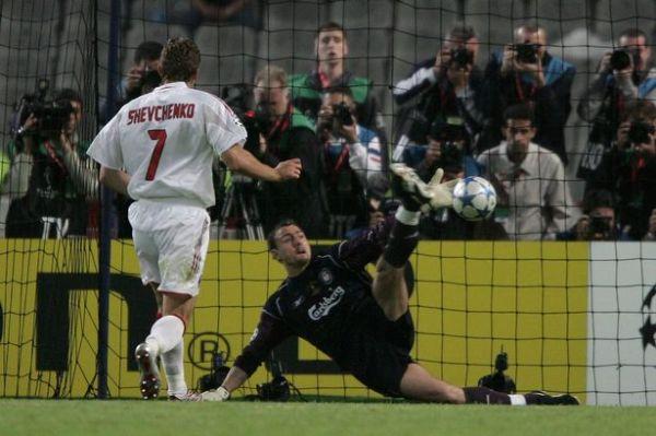 Se em 2003 Shevchenko foi herói, em 2005 ele sepultou as chances do hepta rossonero na Liga.