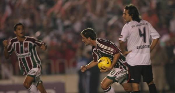 Thiago Neves com a bola: camisa 10 fez história na decisão.