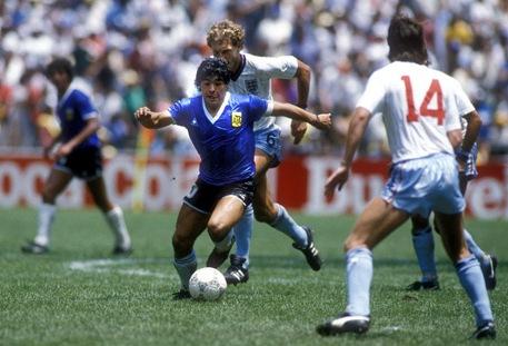 Maradona avança...