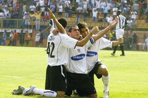 futebolConfrontos-Santos-Corinthians-Reginaldo-Castro_LANIMA20120524_0154_40