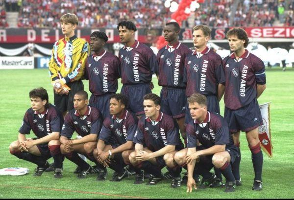 O inesquecível Ajax de 1995 - Em pé: Van der Sar, Seedorf, Rijkaard, Finidi George, Frank de Boer e Danny Blind. Agachados: Litmanen, Reiziger, Davids, Overmars e Ronald de Boer.