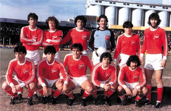 O time de 1984 - Em pé: Olguín, Domenech, Pavoni, Vidallé, Villalba e Batista. Agachados: Castro, Videla, Pasculli, Commisso e Ereros.