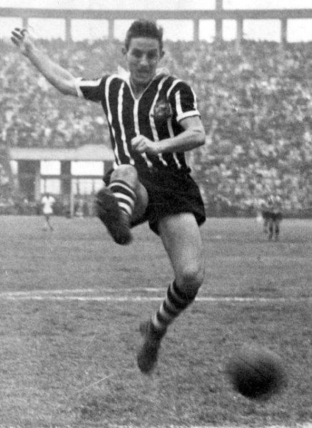 Carbone, o artilheiro do Paulistão de 1951 com 30 gols.
