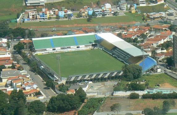 O estádio Marcelo Stéfani podia não aparentar lá muita modernidade, mas o pessoal que ali trabalhava tinha (muita) qualidade.