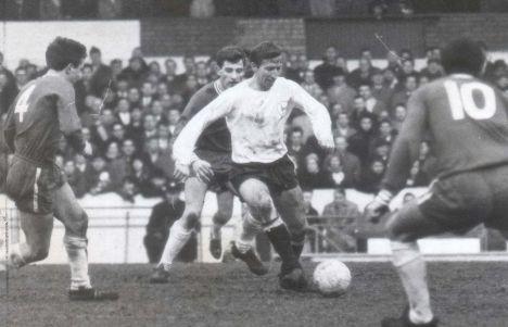 Cliff Jones, notável ponta dos Spurs nos anos 60.