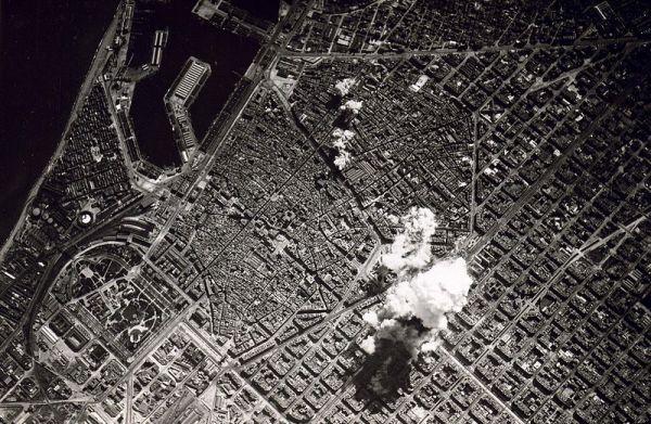 A cidade de Barcelona sofre com o bombardeio de 1938. E o Barça quase deixou de existir naquela época.
