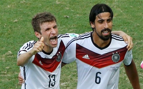 Müller e Khedira.