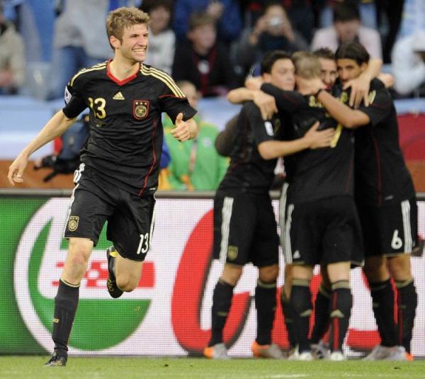 Müller vibra: jovem foi a maior revelação da Copa da África, marcou um gol na Argentina de Maradona...