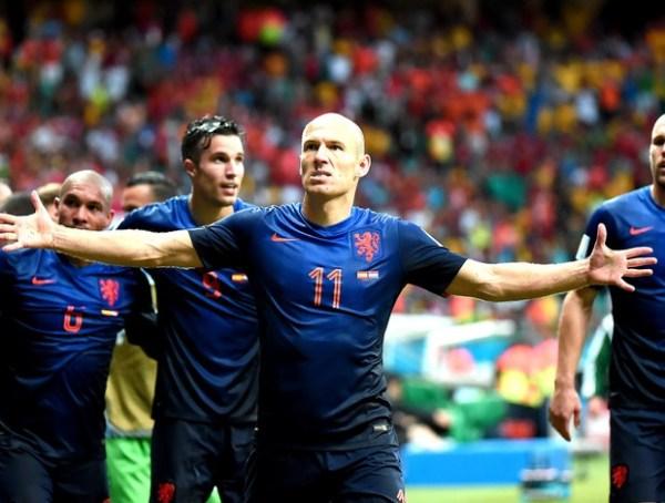 Robben faz cara de malvado: ele queria dar o troco.