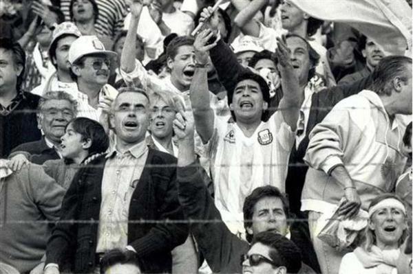 Maradona no dia do jogo: ele provocou quem não deveria provocar...