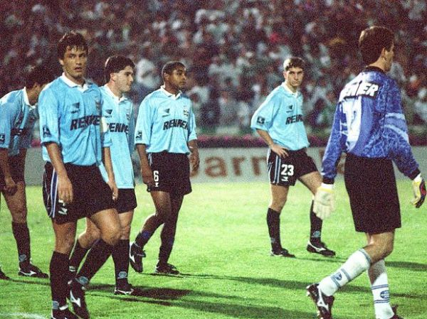 Os gremistas respiram aliviados: o Palmeiras quase conseguiu!