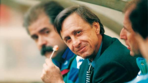Cruyff teve que trocar os cigarros pelos pirulitos após colocar pontes de safena.