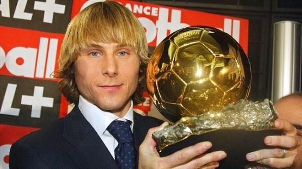 Nedved e a Bola de Ouro de 2003.