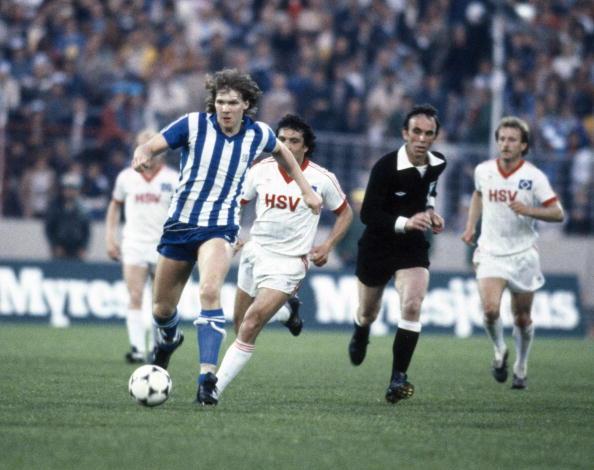 Strömberg domina a bola: ele era o dono do meio de campo do time multicampeão de 1982.