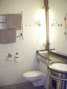 サンタクロースホテルの部屋内トイレ