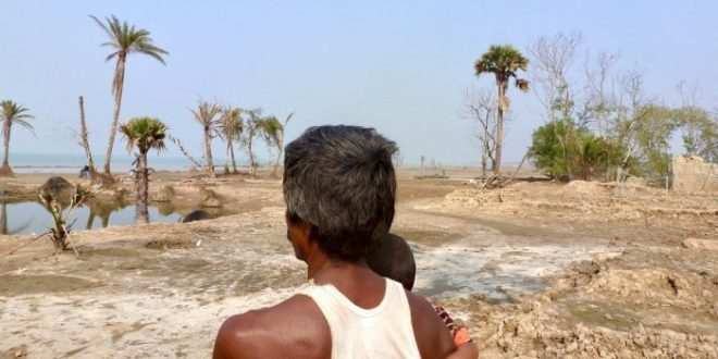 Villagers in the Sundarbans are being displaced by coastal erosion, high soil salinity and increasingly violent cyclones [image by: Soumya Sarkar]