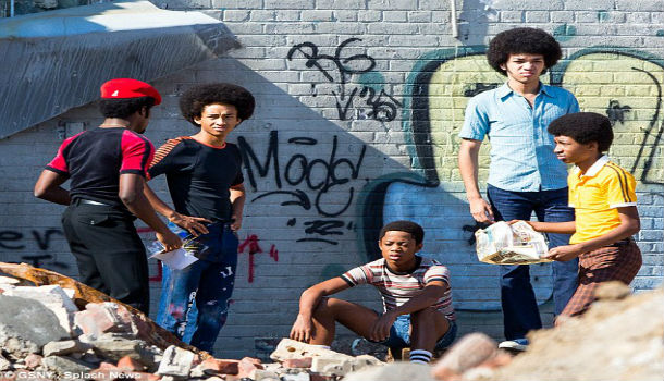 2AA338ED00000578-3166016-Gritty_The_Netflix_drama_centres_around_a_crew_of_South_Bronx_te-m-44_1437184655550