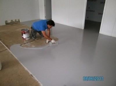 aplicando pvimento auto nivelante impapol resin