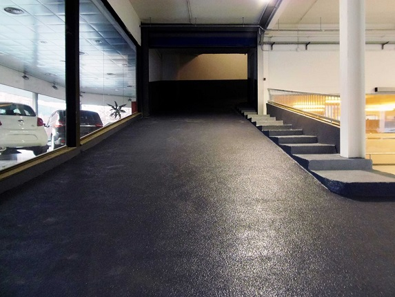 rampa parking antideslizante anti patinaje con corindón abrasivo y resistente by impapol resin barcelona