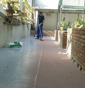 aplicación pavimento decorativo espolboreo silice color Mollet