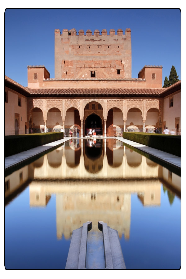 Granada, Alhambra - Patio de comares o de los Arrayanes / @ Ufficio Spagnolo del Turismo - Turespaña