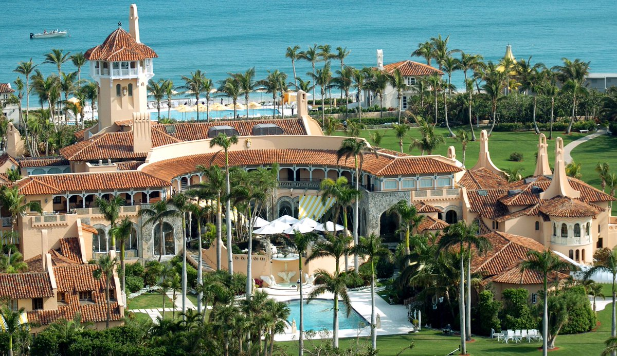 Dems introduce a bill that would force the White House to disclose Trump property visitors