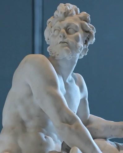 Detalle de la estatua Hefesto en su fragua.