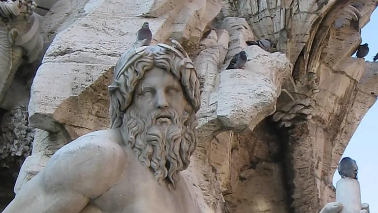 Estatua de Zeus en la fuente de Navona.