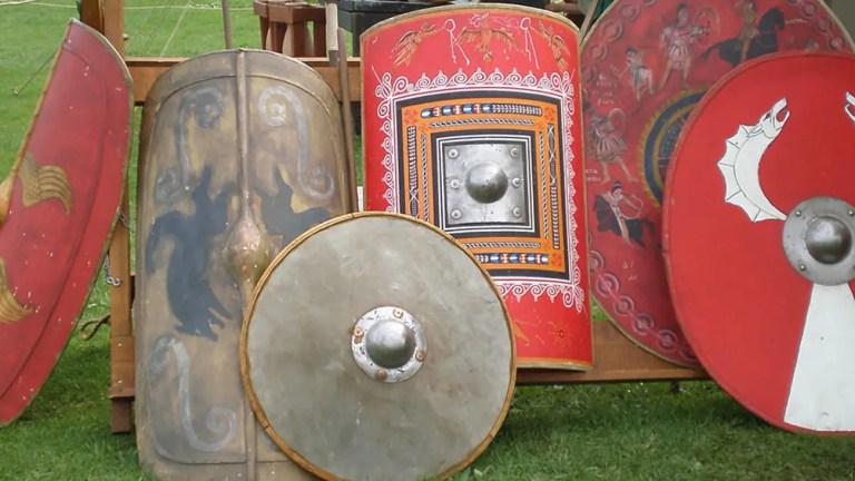 Varios escudos del Imperio romano.