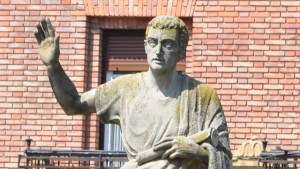 Estatua de Marco Fabio Quintiliano, el autor de las Instituciones oratorias.