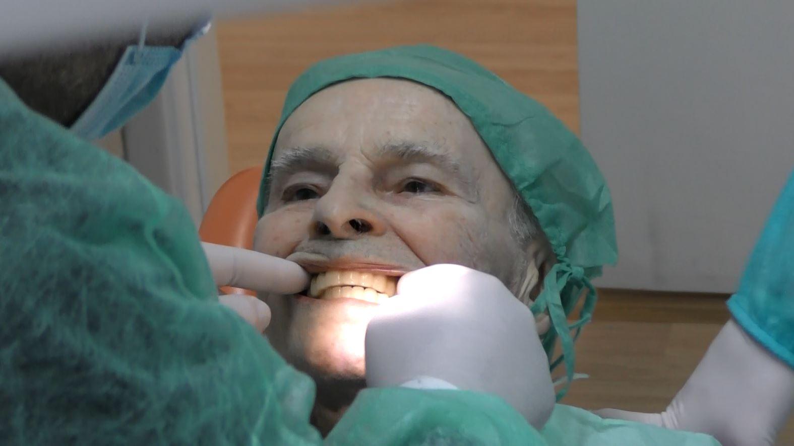 Giovanni 80 anni implantologia a carico immediato senza osso