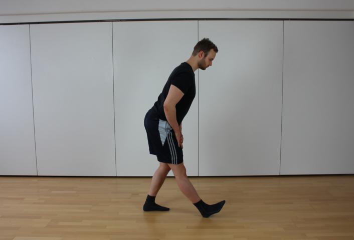 Übung zur Dehnung des Beinbeugers