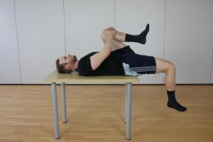 Test auf eine Eischränkung der Hüftbeugung und Beinstreckung