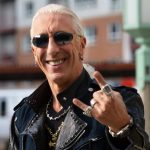 """Dee Snider some do palco durante """"We're Not Gonna Take It"""" no Force Fest"""