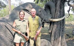 el-rey-juan-carlos-cazando-elefantes-en-africa