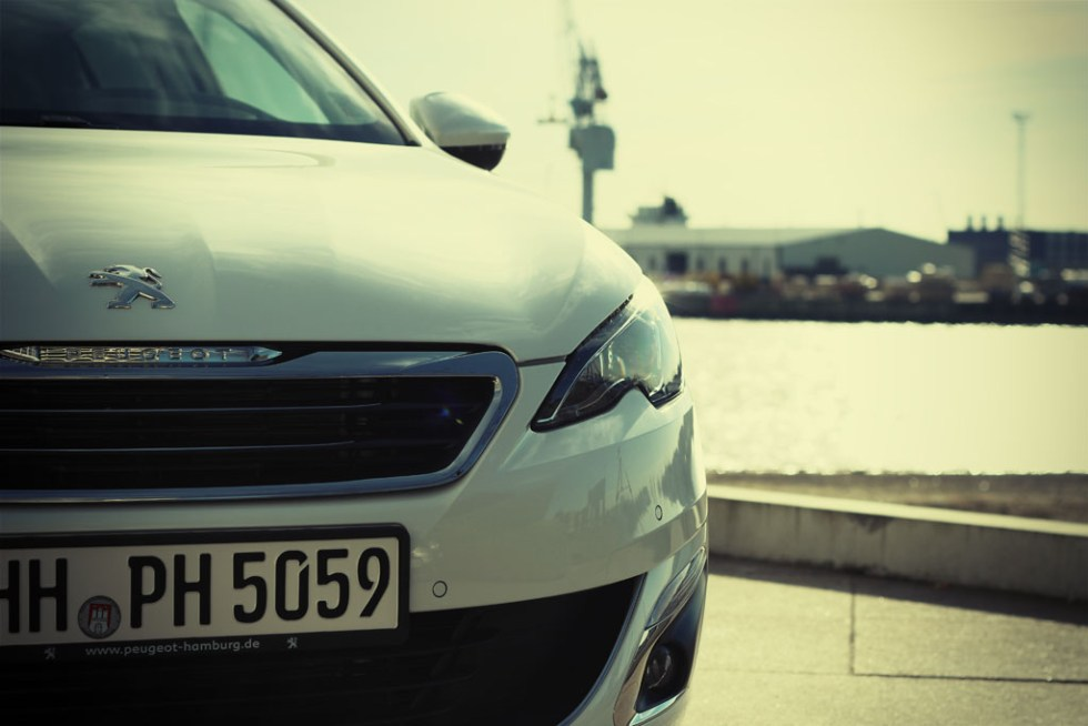 new peugeot 308 _ car of the year 2014 _ hamburg _ white (6)