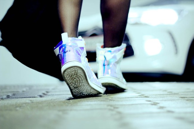 citroen ds3 cabrio so chic streetstyle _ nat-2 holographic sneaker