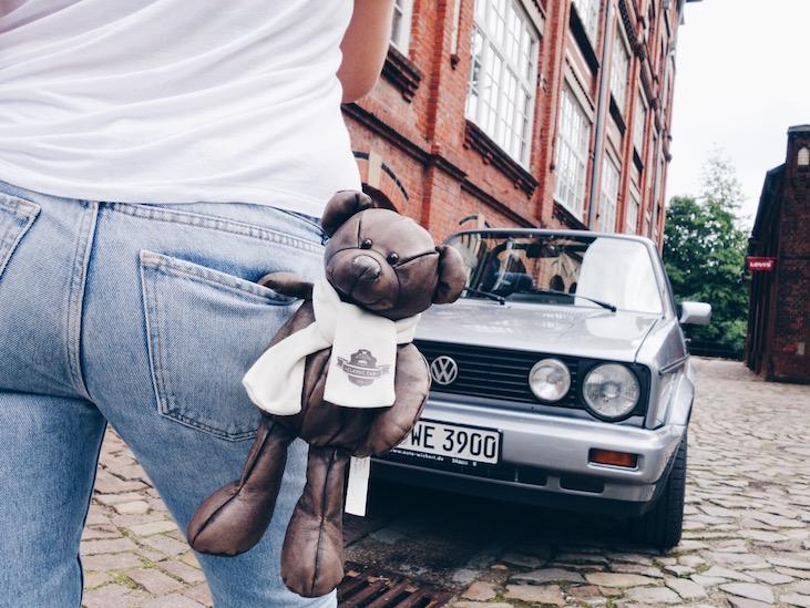 Herrenfahrt mit VW-Oldie und Teddybär